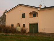 Immagine n0 - Porzione di trifamiliare e garage. Civico 24 - Asta 463
