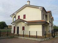 Immagine n0 - Casa con giardino e garage. Lotto 28 - Asta 467
