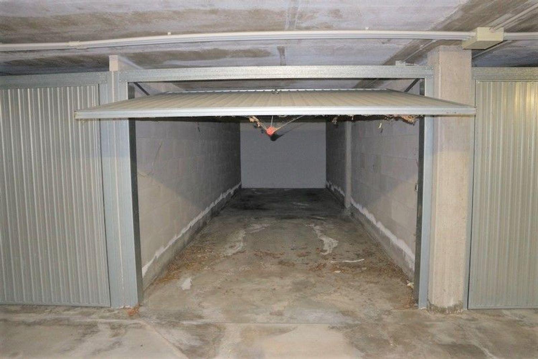 Auction car garage sub in an underground garage real