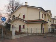 Immagine n0 - Casa con giardino e garage. Lotto 30 - Asta 469