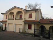 Immagine n0 - Casa con giardino e garage. Lotto 31 - Asta 470