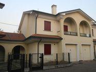 Immagine n0 - Casa con giardino e garage. Lotto 32 - Asta 471