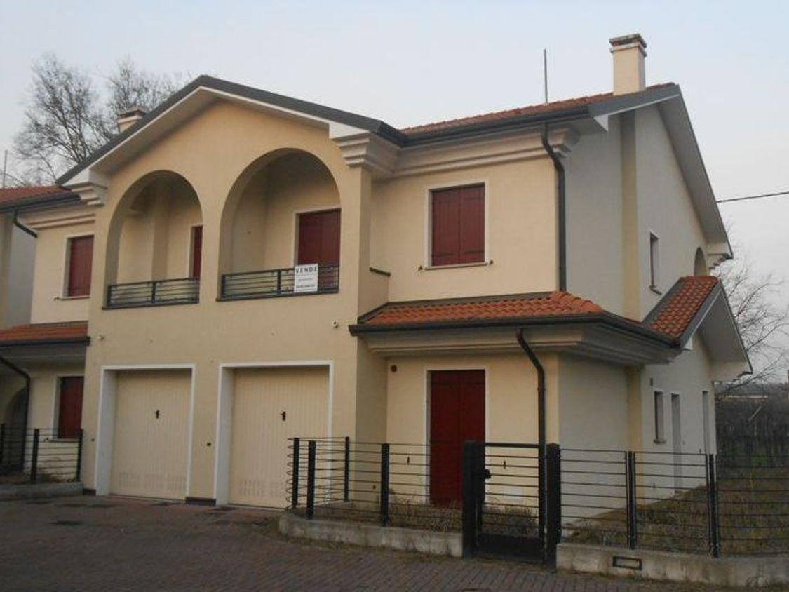 Asta Immobile Residenziale 472: Casa con giardino e garage ...
