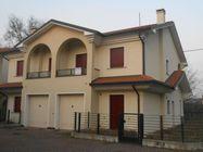Immagine n0 - Casa con giardino e garage. Lotto 33 - Asta 472
