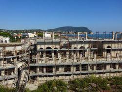 Complesso edilizio al grezzo turistico-residenziale e commerciale