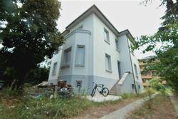 Villetta semi arredata con giardino e due garage - Lotto 4984 (Asta 4984)