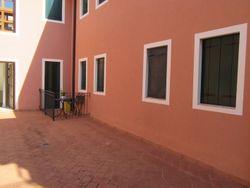Appartamento al piano terra con cantina e posto auto (sub.32)