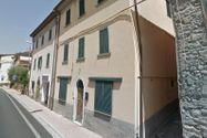 Immagine n0 - Porzione di abitazione su due livelli con corte - Asta 5196