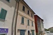 Immagine n1 - Porzione di abitazione su due livelli con corte - Asta 5196