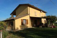 Immagine n0 - Quota 1 /2 di Villetta con terreno agricolo - Asta 5501