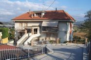 Immagine n0 - Appartamento con sottotetto, cantina e garage - Asta 5631