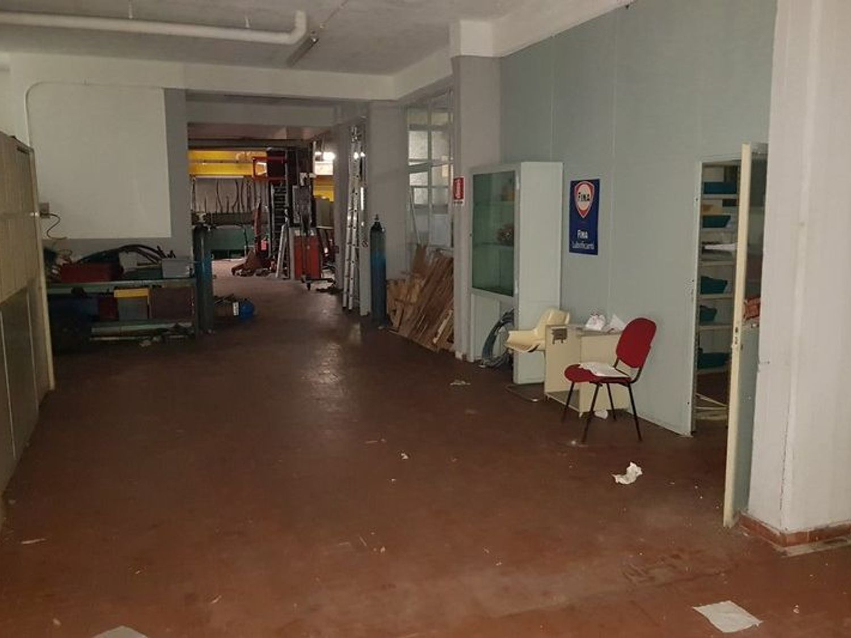 #5669 Officina-magazzino al piano seminterrato con uffici in vendita - foto 2