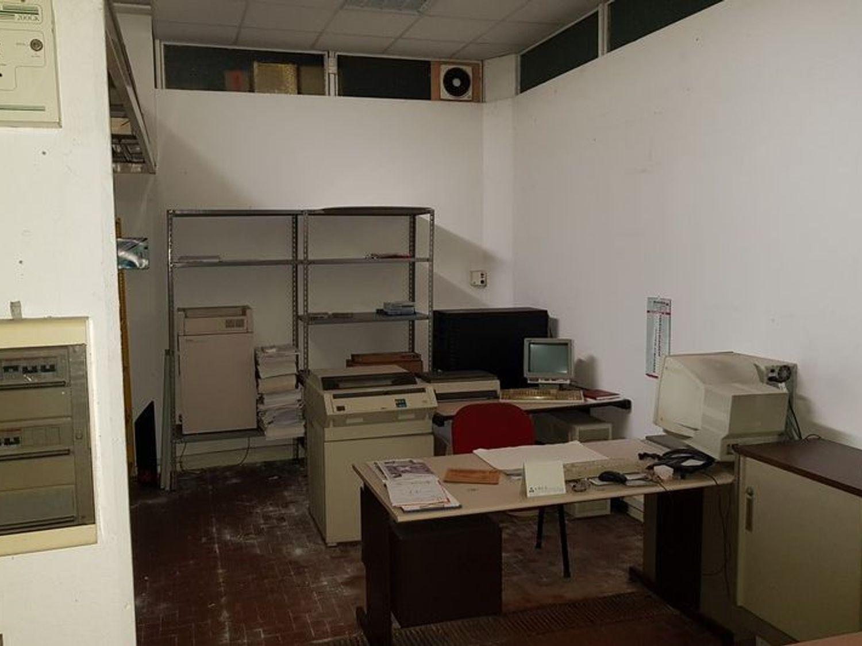 #5669 Officina-magazzino al piano seminterrato con uffici in vendita - foto 7