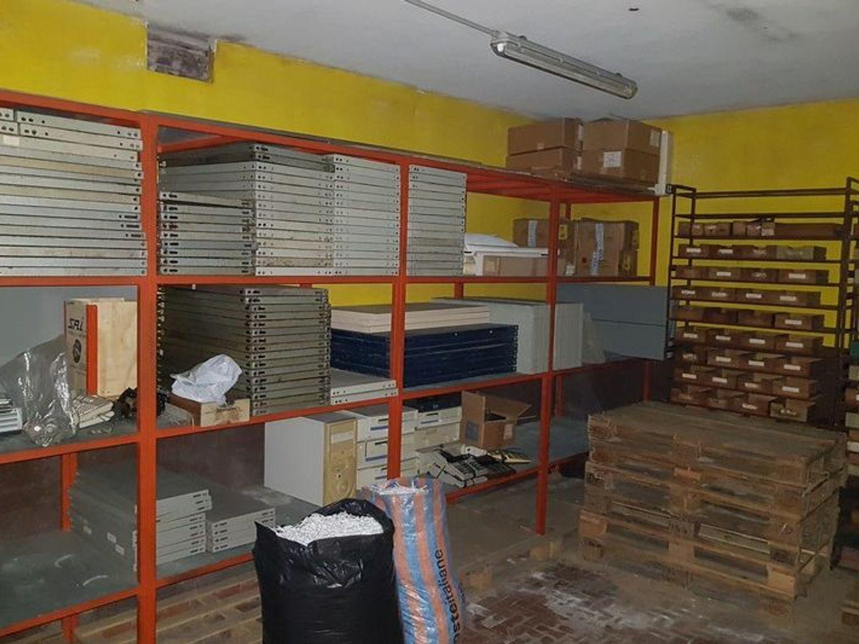 #5669 Officina-magazzino al piano seminterrato con uffici in vendita - foto 8