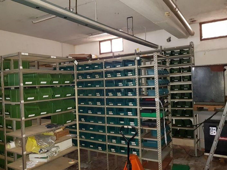 #5669 Officina-magazzino al piano seminterrato con uffici in vendita - foto 9