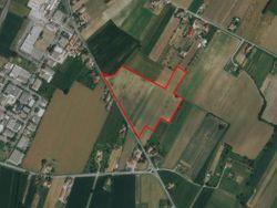 Terreno agricolo parzialmente edificabile di 60.128 mq