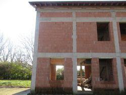 Edificio bifamiliare in corso di costruzione - Lotto 5683 (Asta 5683)