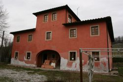 A semi detached building - Lote 585 (Subasta 585)