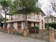Immagine n0 - Casa indipendente con terrazzo, garage e cantina - Asta 586
