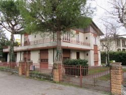 Detached house with terrace, garage and cellar - Lote 586 (Subasta 586)
