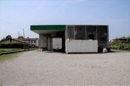 Immagine n0 - Capannone, magazzino e quattro appartamenti - Asta 62