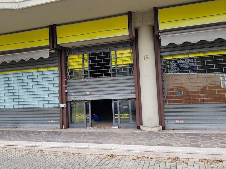 #6367 Locale commerciale con due locali deposito in vendita - foto 1