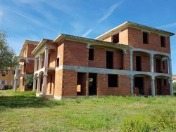 Unfinished residential real estate complex - Lot 6389 (Auction 6389)