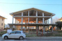 Edificio residenziale al grezzo in costruzione