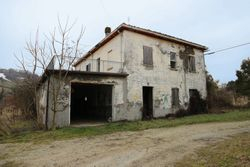 A farmhouse with service and exclusive court - Lote 6436 (Subasta 6436)