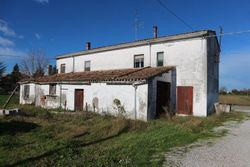 Farmhouse with warehouse and exclusive court - Lote 6444 (Subasta 6444)