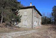 Immagine n0 - Fabbricato rurale in collina con terreno - Asta 6732