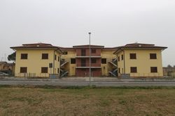 Complesso residenziale con terreno edificabile
