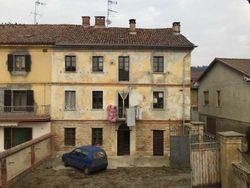 Abitazione con fabbricato rustico e cortile