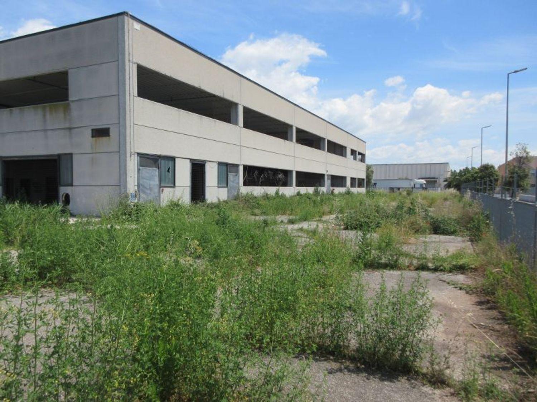 #6855 Capannone industriale su due livelli