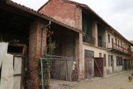 Immagine n0 - Appartamento su due piani con box, deposito e tettoia - Asta 6924
