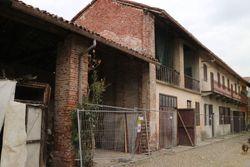 Appartamento su due piani con box, deposito e tettoia