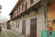 Immagine n5 - Appartamento su due piani con box, deposito e tettoia - Asta 6924