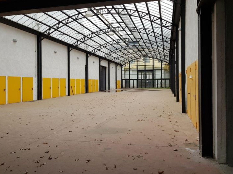 Immagine n. 4 - #7003 Ampi capannoni in complesso commerciale produttivo