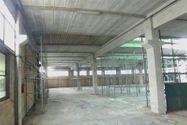 Immagine n5 - Opificio con capannoni, cupole e palazzina uffici - Asta 7031
