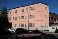 Immagine n1 - Ufficio con ballatoio al piano seminterrato - Asta 7076