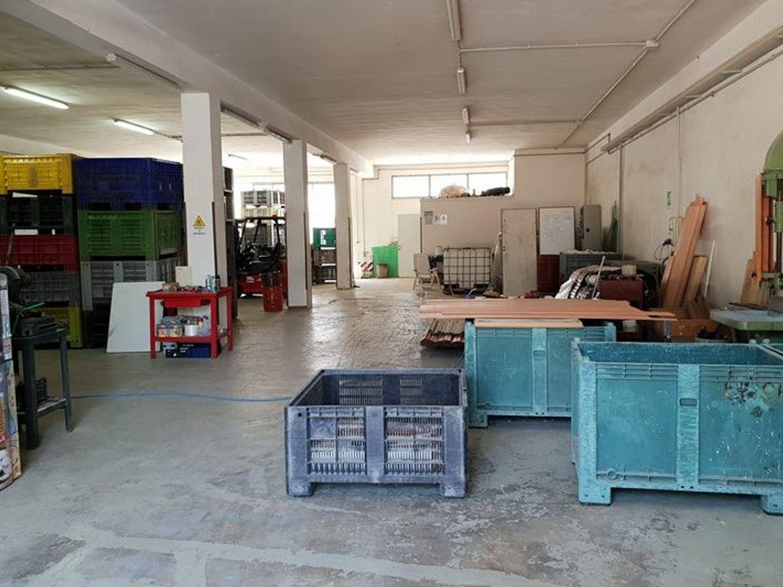 #7133 Laboratorio con deposito e porzione di piazzale