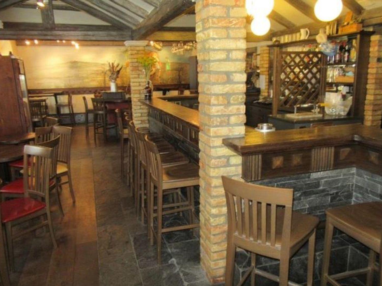#7153 Immobile commerciale costituito da bar e ristorante