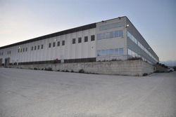Stabilimento industriale con uffici e casa custode