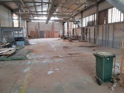 Capannoni industriali con uffici e corte esclusiva