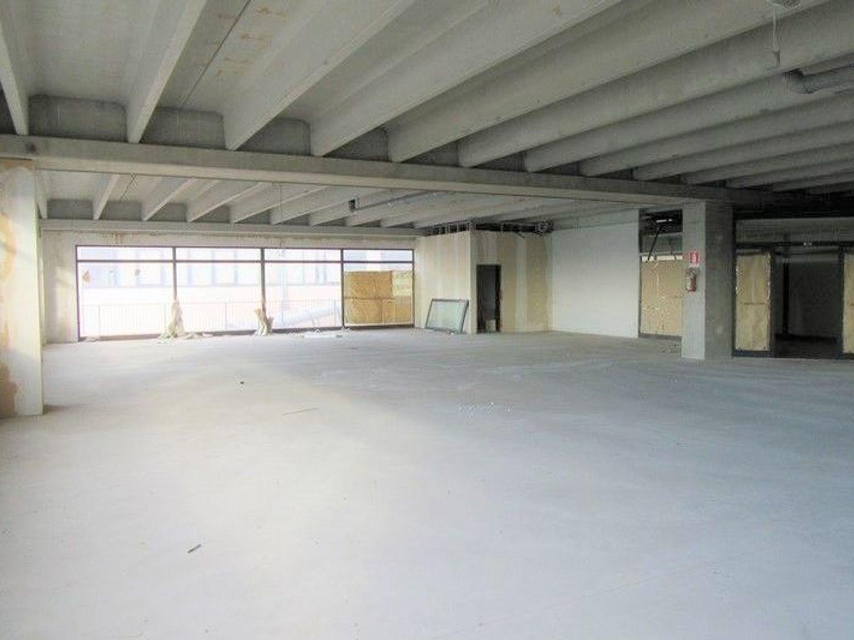 #7421 Negozio in costruzione in complesso commerciale