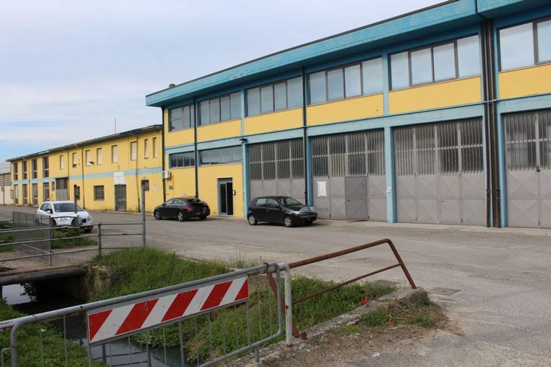 #7442 Fabbricato industriale con laboratorio e magazzino