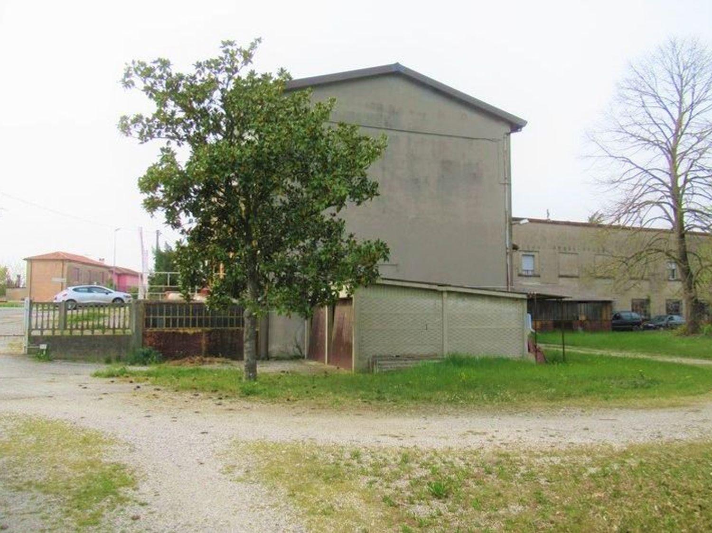 Immagine n. 2 - #7454 Complesso artigianale con uffici e terreni annessi