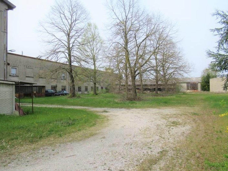 Immagine n. 3 - #7454 Complesso artigianale con uffici e terreni annessi
