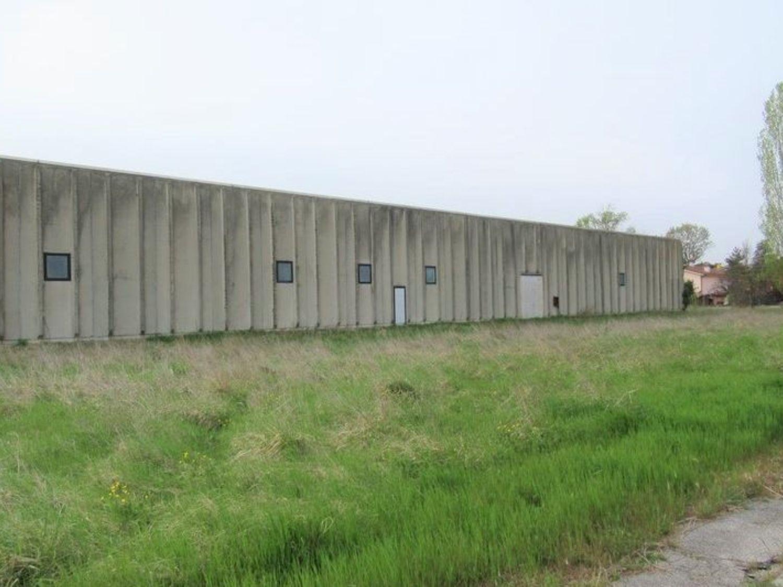 Immagine n. 2 - #7455 Capannone con laboratori artigianali ed area esterna
