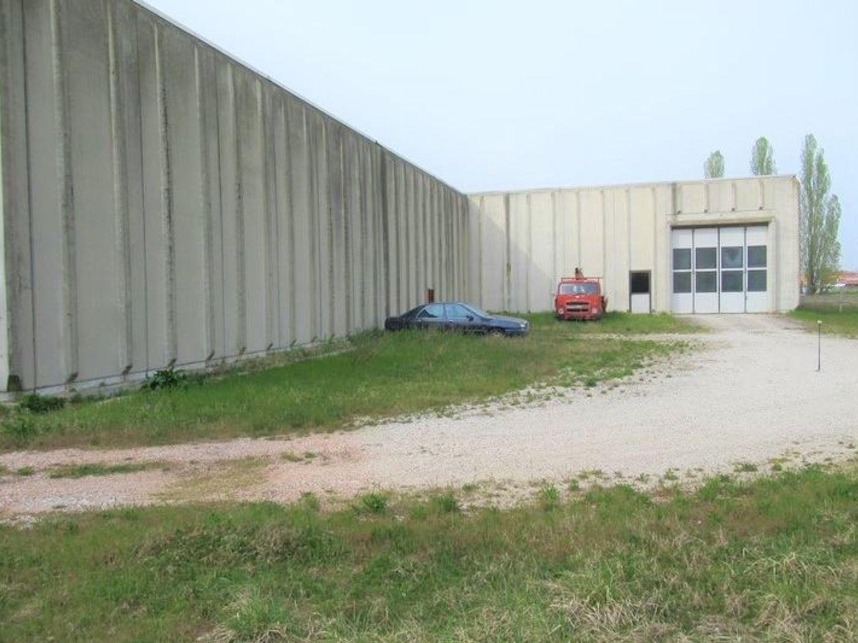 Immagine n. 4 - #7455 Capannone con laboratori artigianali ed area esterna